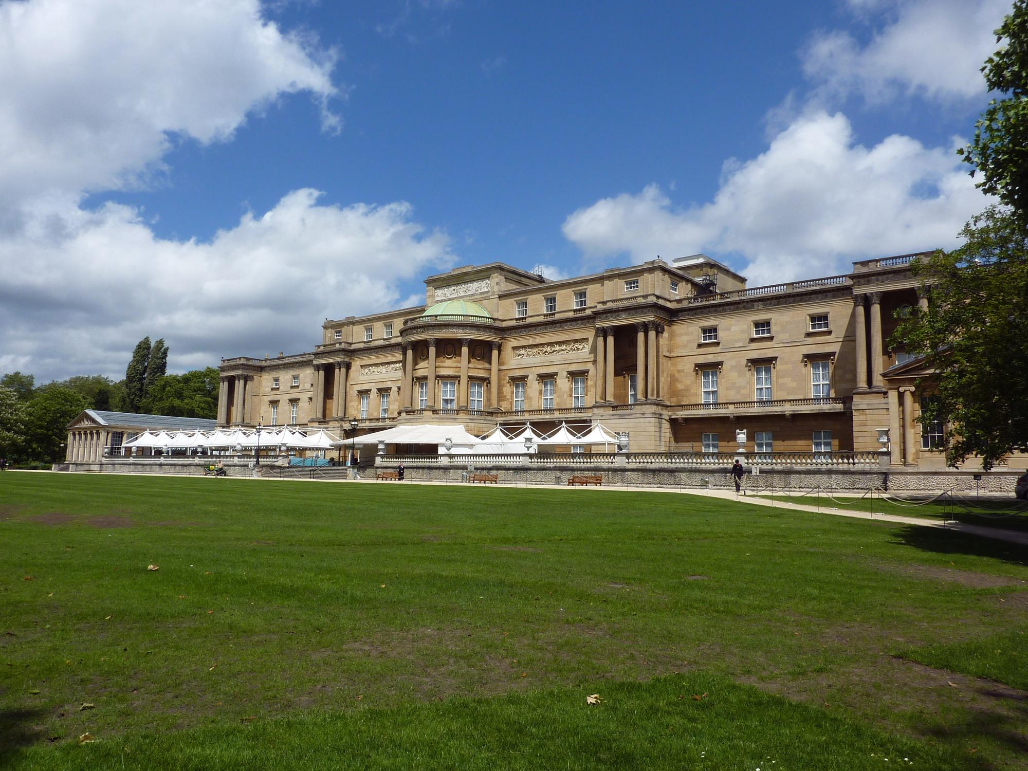 Buckingham Palace - Diamonds Exhibition