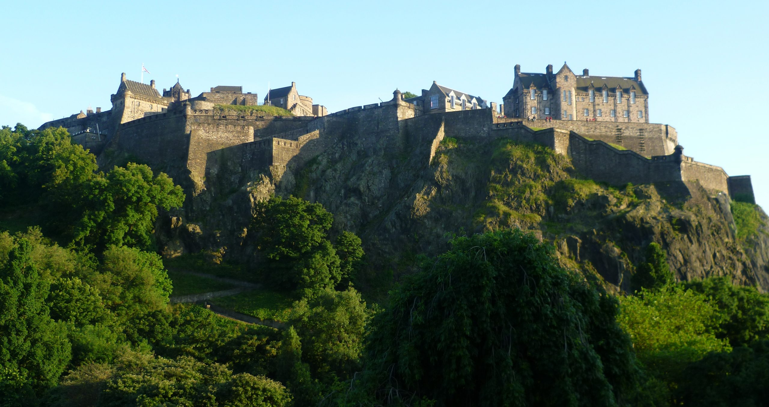 Ten Interesting Facts and Figures about Edinburgh Castle - Anglotopia.net